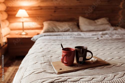 Foto Cozy winter weekend in log cabin