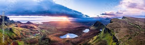 Fotografia The amazing Quiraing during sunrise- Isle of Skye - Scotland