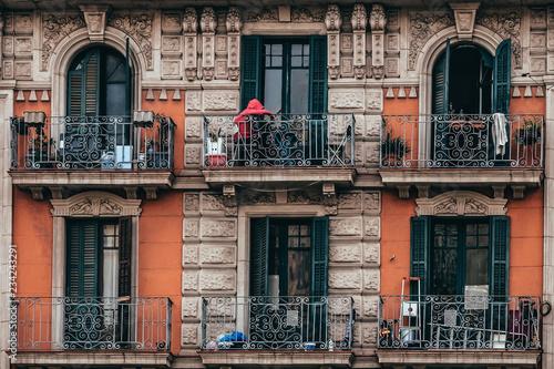 Valokuva Immeuble ancien avec une façade couleur brique