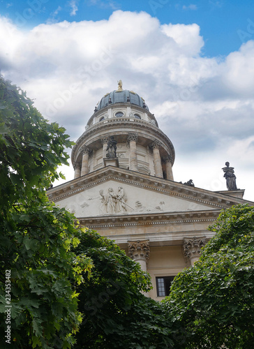 Fotografia The Gendarmenmarkt is a square in Berlin  including the Konzerthaus and the French and German Churches
