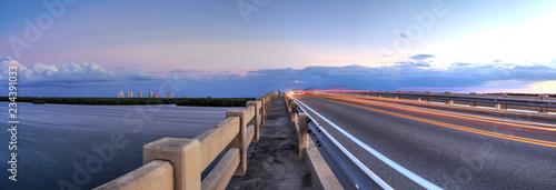 Foto Light trails along Bridge along Estero Boulevard, crossing over New Pass from Es