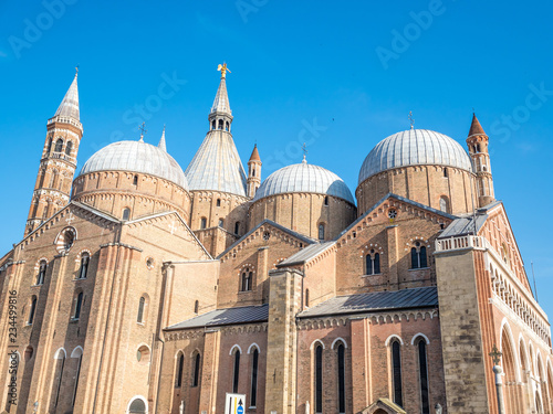 Canvas Print PADUA, ITALY: Facade of the Basilica of Saint Anthony, iconic landmark and sightseeing in Padua, Italy