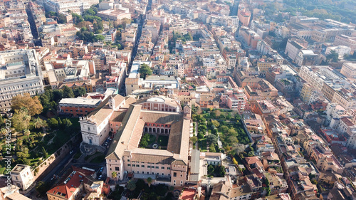 Fotografia Aerial drone view from Roman Forum one of the main tourist attractions which was