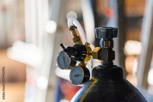 Fotografia Reducer with pressure gauge on the oxygen cylinder.