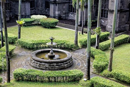 Fotografia Gardens in courtyards of San Agustin Church, Manila, Philippines