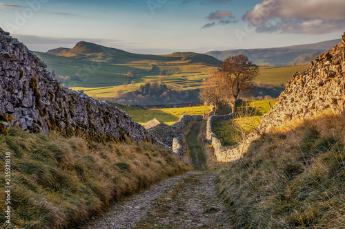 Foto Lanes above Stainforth, Stainforth is a village and civil parish in the Craven district of North Yorkshire, England
