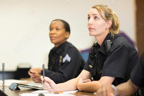 Fotografia Policewomen in classroom
