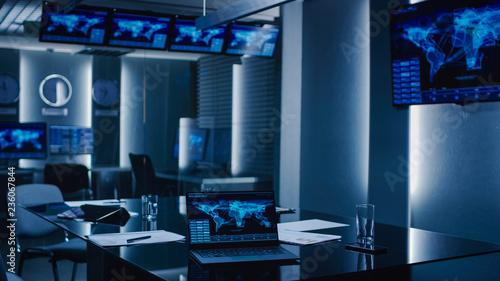 Fotografia Shot of the System Control Monitoring Room