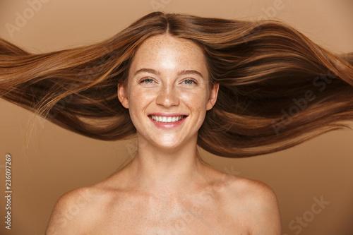 Fototapeta premium Piękno portret pięknej zdrowej młodej kobiety topless