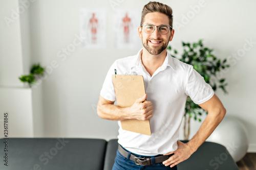 Obraz na płótnie A Modern rehabilitation physiotherapy man at work