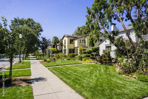 Fototapeta Landscape in the Rose Garden residential neighborhood of San Jose, south San Fra