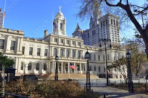 City Hall Building in City hall Park, in lower Manhattan, New York Fototapeta