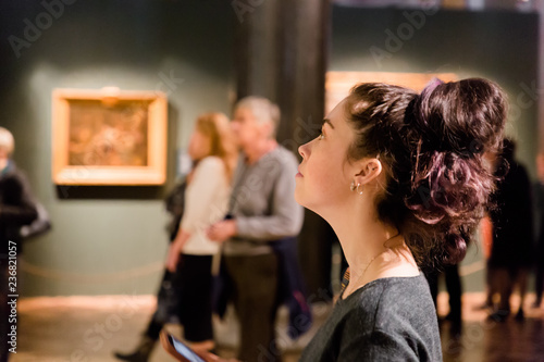 Fotografie, Obraz Young women waching arts at the museum. Excursion with group