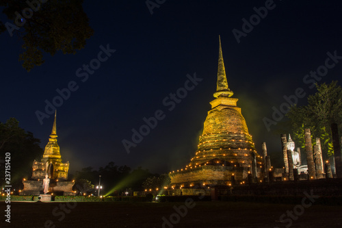 the ancient Buddhist temple of Wat Sa Si in evening twilight Fototapeta