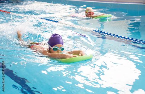 Wallpaper Mural kids in swimming pool