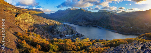Photo Panorama of Llyn Padarn and Llanberis and snowdon in the background, Wales Uk