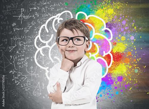 Tableau sur Toile Little boy in glasses, brain sketch