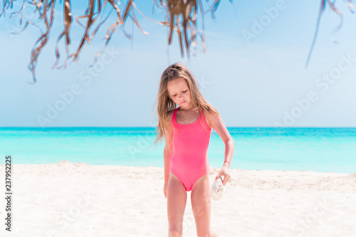 Canvas Print Portrait of adorable little girl at beach on her summer vacation