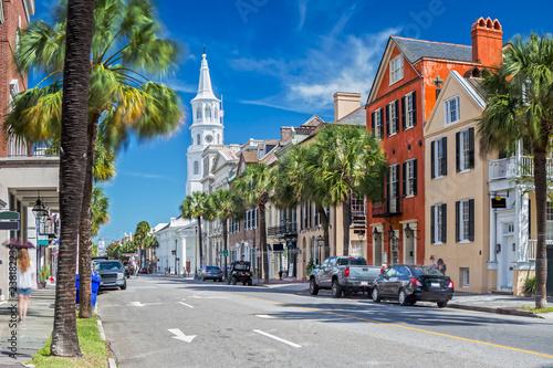 Fototapeta premium St. Michaels Church i Broad St. w Charleston, SC