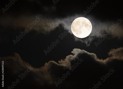 Canvastavla Full moon in the summertime