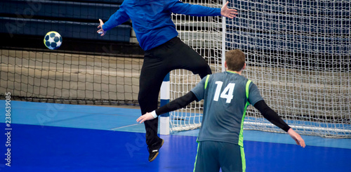 Fotografia, Obraz handball player trying to give a goal during a game