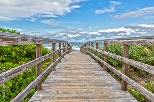 Fotografia Boardwalk to the Beach of Canaveral National Seashore at Cape Canaveral Florida