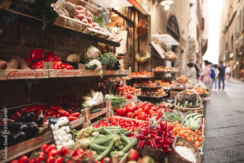 Beautiful fresh vegetables are sold in the street market on the narrow streets of the European town Fototapet