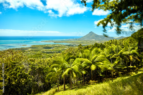 Photo Beautiful coast of Mauritius seen from the viewing point if Chamarel