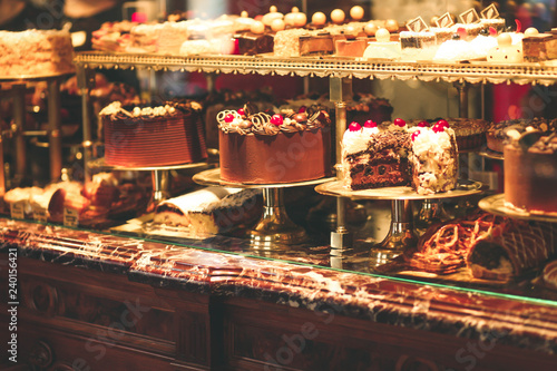 Fotografia Pastry shop display window with variety of cakes