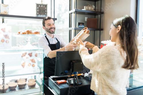 Tableau sur Toile Female Client Buying Baguette From Salesman