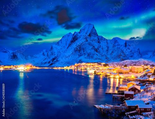 Carta da parati Reine village at night. Lofoten islands, Norway