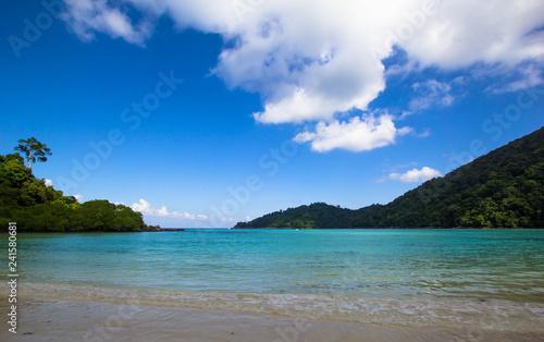 Fototapeta premium Cudowne morze turkusowe nad Morzem Andamańskim