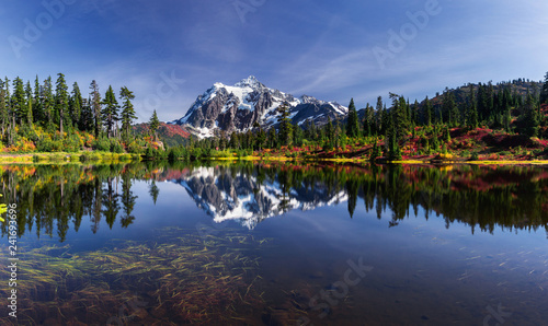 Fotografie, Obraz Picture lake reflecting Mount Shuksan on a beautiful day in Washington State