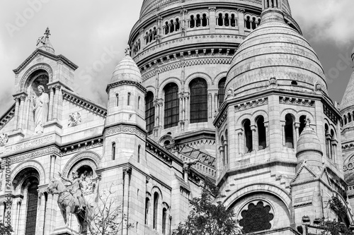 Photo Close up View of the Dome of Sacre Coeur in Paris