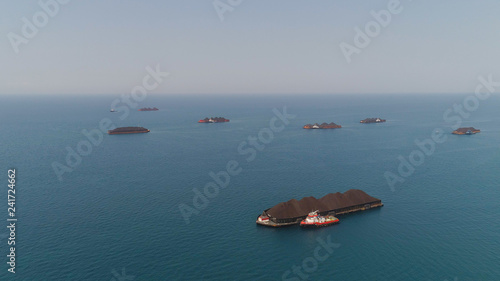 Fotografia aerial view barges full coal anchored at sea near coal fired power station waiting be transported