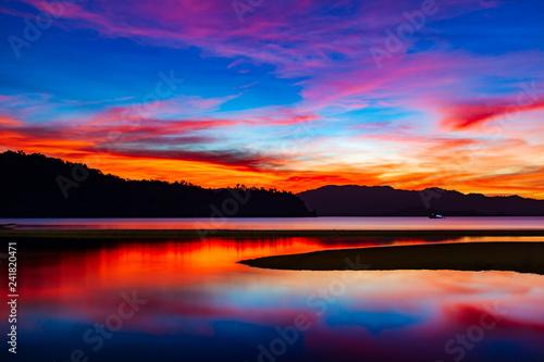 Fototapeta premium Zatoka Port Barton po zachodzie słońca