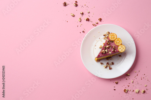 Piece of tasty cake on color background Fototapete