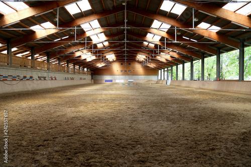 Panoramic view of an empty indoor horse riding arena Tapéta, Fotótapéta