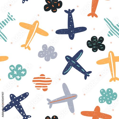 Dziecinny wzór z samolotami i chmurami. Wydrukuj słodkie dzieci. Wektor ręcznie rysowane ilustracji.