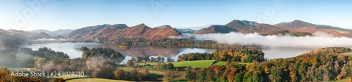 Fotografie, Obraz A panorama of Derwent Water, Lake District in Autumn colours with cloud inversio