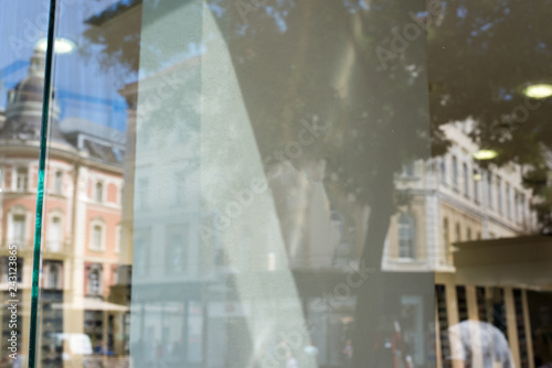 Fotografia Empty shop window for logo, brand mockup