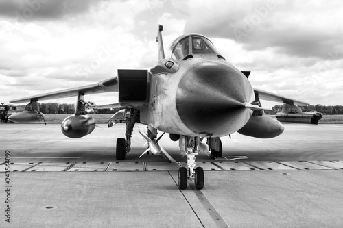 Photo A fighter military plane