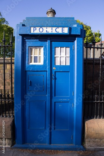 Canvas Print Blue Police Call Box Installed in Glasgow Close to Entrance to Botanical Gardens