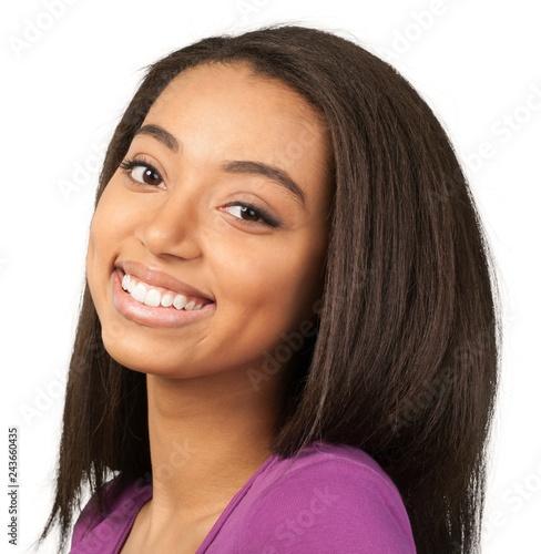 Fototapeta premium Przyjazna Młoda Kobieta Uśmiecha Się - Odizolowane