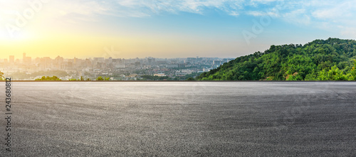 Fotografía Panoramic city skyline and buildings with empty asphalt road at sunrise