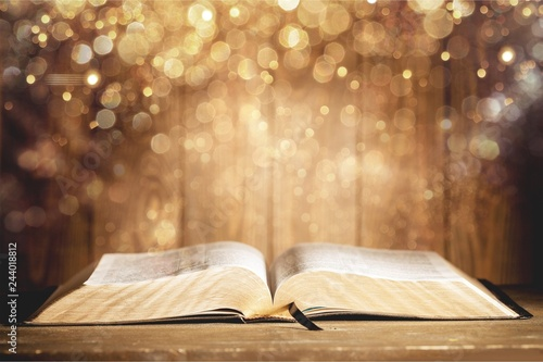 Obraz na plátně Holy Bible  book on a wooden background