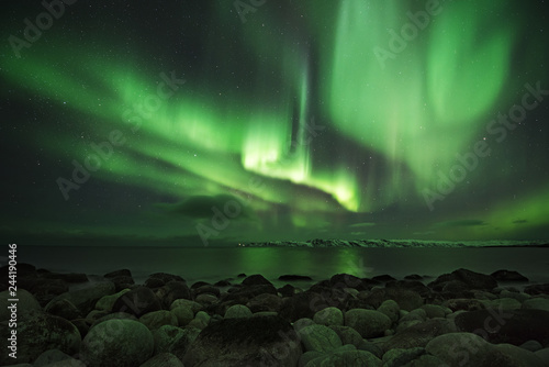 Canvas Print Northern light at the shore of the Barents sea
