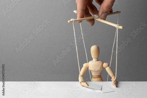 Obraz na plátně Puppeteer manipulates the doll