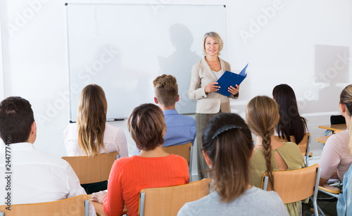Canvas Print Students listening to lecture of female teacher