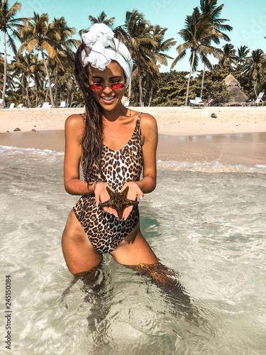 Obraz na plátně Sexy woman on tropical beach.